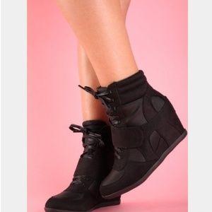 SIMPLY VERA Vera Wang Wedge Heel Sneakers Boots 10